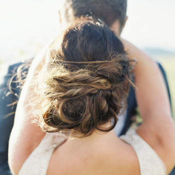 Penteado para noiva com cabelo preso   Foto: Simply Sarah Photography