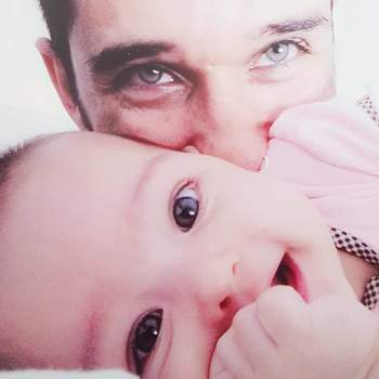 «Soubeste q ias ser pai no dia do Pai e soube, desde esse momento, que serias o melhor pai do mundo....não me enganei! Feliz dia do pai a todos, em especial ao meu e ao da minha filha.» | Foto reprodução Instagram @andreiadinis_oficial