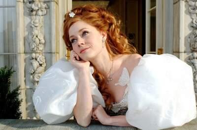 La deliziosa Amy Adams, Giselle in 'Come d'incanto', sorpresa a vagheggiare sul suo matrimonio da sogno. Del resto, bambine o cresciutelle, chi di noi non l'ha mai fatto?