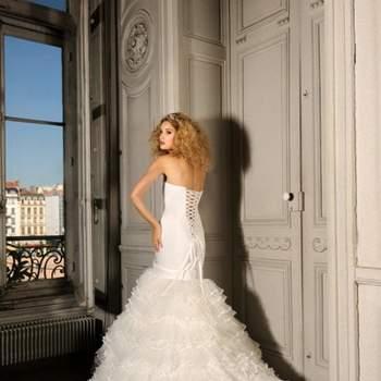 Robe de mariée Max Chaoul 2012, collection I Love You. Modèle Esterel. Robe bustier lacée dans le dos, taille basse. Source : Max Chaoul