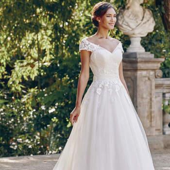 Atelier Patrizia Cavalleri: principessa per un giorno, indossando un abito dalla semplice raffinatezza.