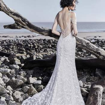 """<a href=""""https://www.maggiesottero.com/sottero-and-midgley/lynnis/11550"""">Maggie Sottero</a>"""