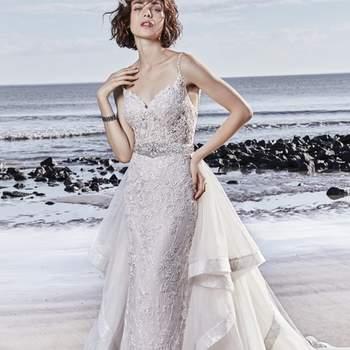 """<a href=""""https://www.maggiesottero.com/sottero-and-midgley/marcelle/11553"""">Maggie Sottero</a> <br> De magnifiques motifs de dentelle en cascade sur le tulle dans cette robe de mariée fourreau. Les bretelles spaghetti perlées glissent de l'encolure en cœur jusqu'à un détail d'illusion unique sur le dos ouvert."""