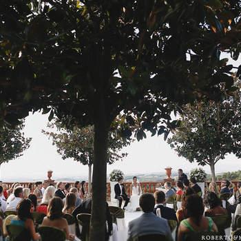 Un parque puede ser el lugar perfecto para celebrar una boda. Foto: Roberto y María fotógrafos.