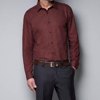 Los más modernos pueden optar por las camisas estampadas como esta. Foto: Zara