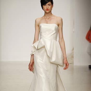 Touche originale pour cette robe de mariée bustier Amsale 2013.