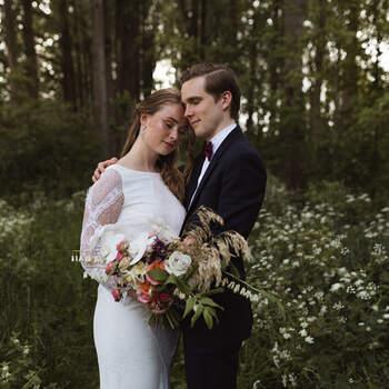 Modern Festive Summer Wedding: laat je inspireren voor jouw eigen bruiloft in de buitenlucht!   Foto: Lieke Huiting Photography