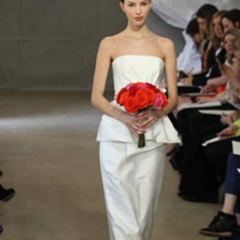 Beaucoup d'élégance pour cette robe de mariée au tombé impeccable. Carolina Herrera 2013