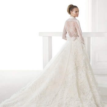 """<a href=""""http://zankyou.9nl.de/n84e"""" target=""""_blank"""">Click here</a> to request an appointment with Pronovias."""