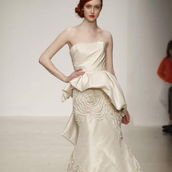 Vestido d novia con decoraciones en la falda, corte sirena con volumen en la cadera