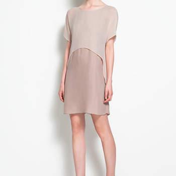 Modèle bicolore dans les tons beige. Une robe Zara originale et très chic pour un mariage. Photo : www.zara.com