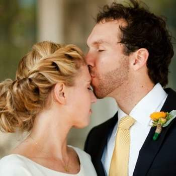 La tresse est une des tendances les plus en vogue pour les cheveux de la mariée. Photo : www.matrimonio.pourfemme.it