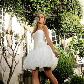 Robe de mariée Max Chaoul 2012, collection I Love You. Modèle Troyes. Robe courte bustier bouffante. Source : Max Chaoul