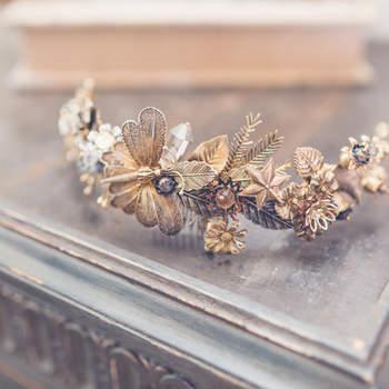 Brautaccessoires mit Insekten.  Credits: Elena Bau
