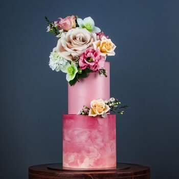 Foto: Misshavishamscakes - Pastel en tono rosas con flores grandes