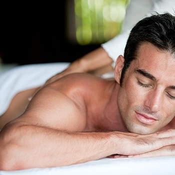 Macie dwie możliwości: albo razem zapisujecie się na kurs, albo jedno z Was zdobywa tajniki profesjonalnego masażu jeszcze przed Walentynkami, by w dniu zakochanych móc go wykonać ukochanej osobie. Fot. Flickr.com