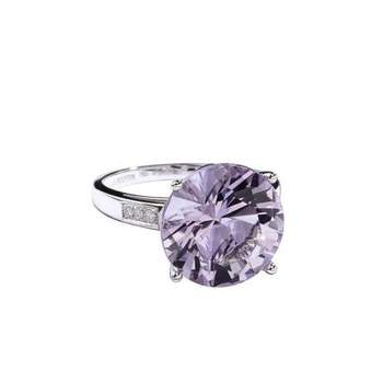 Bague or blanc (3.24grs), Rose de France (5.50cts), pavage diamants (0.049ct) Source : mauboussin.fr