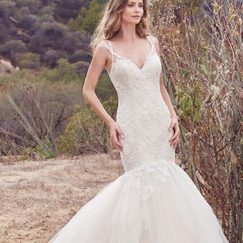 Dieses Brautkleid ist der beste Beweis dafür, denn hier besticht eine enganliegende Form im Po- und Hüftbereich, ein Tüll-Rock bis auf den Boden rundet den Look ab. Zudem ist das wundervolle Brautkleid über und über mit Swarvoski-Kristallen besetzt.
