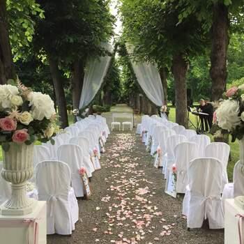 Villa Borromeo: Una cerimonia nuziale circondati dal verde, la natura è testimone delle vostre promesse d'amore.