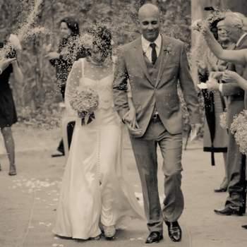 Não há melhor indicador de felicidade do que a largura de um sorriso. No dia do seu casamento, divirta-se e deixe que as suas fotografias reflitam isso mesmo. Para mais tarde recordar com um sorriso nos lábios.