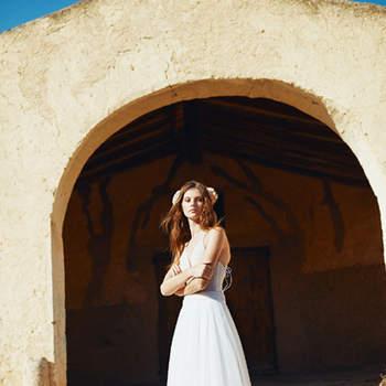 Vestido de novia cerrado sin mangas y de doble tejido.