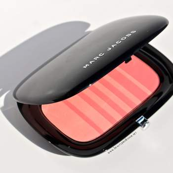 Colorete Kins & Kisses 504 de Marc Jacobs