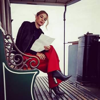 Luísa Barbosa a calçar Luís Onofre    Foto via Instagram @luisabarbosagram