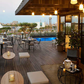 Un hotel que se encuentra en el barrio gótico de Barcelona y donde podréis llevar a cabo una celebración íntima, original y elegante.