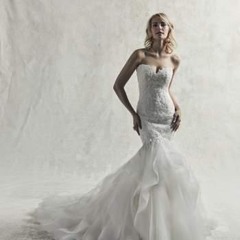 Este sensual vestido de novia presenta una capa de tul con elegantes motivos de encaje, que cae en cascada en una maravillosa falda acampanada.