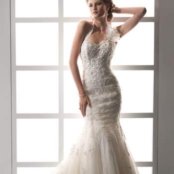 """Vestido de novia estilo corte sirena con escote halter y motivo floral al costado. El modelo se ciñe al cuerpo, mientras que la falda desemboca en una preciosa cauda larga confeccionada en tul con capeado textil.   <a href=""""http://www.sotteroandmidgley.com/dress.aspx?style=JSM1428"""" target=""""_blank"""">Sottero &amp; Midgley Platinum 2015</a>"""