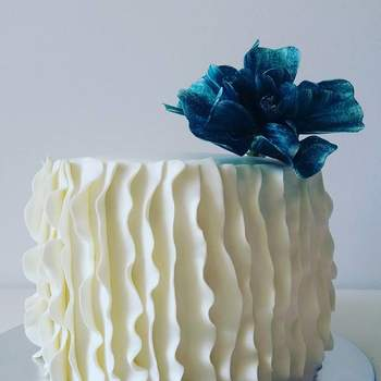 Inspiração para bolos de casamento cilíndricos | Créditos: Mandala Cake Studio