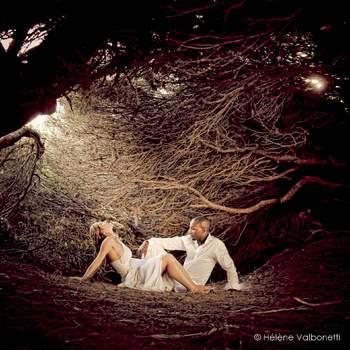 Le mot du photographe : vous pourrez trouver ci-jointe ma meilleure photo de mariage 2012, Nous avons trouvé sur une île de la côte d'azur ce petit nid de lumière pour y cacher l'amour et la complicité de ce joli couple de marié.  A propos du photographe : Je suis Hélène Valbonetti créatrice d'images, portraitiste de France 2011, médaille de bronze de la photographie professionnelle 2012, je créer des images depuis que j'ai 8 ans ca toujours était un mode de vie de vouloir capturer ce qui ne dure pas, j'en ai fait mon métier en immortalisant les instants de bonheur qui me sont confiés.  Si cette photo est selon vous, LA PLUS BELLE PHOTO DE MARIAGE, laissez un commentaire ci-dessous en indiquant le n°24