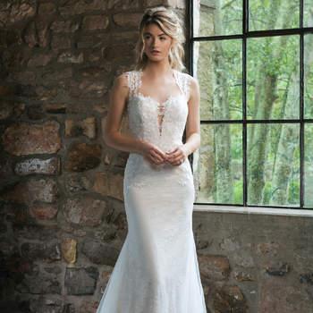 Modelo 44056, vestido de novia estilo corsé con botonadura en la espalda con aplicaciones de encaje y transparencias