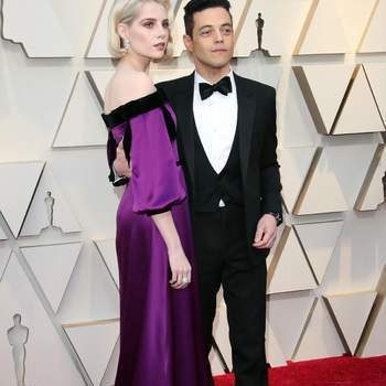 Lucy Boynton  w sukience od i Rami Malek w smokingu od Saint Laurent / Cordon Press