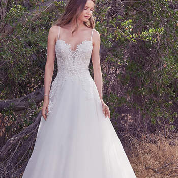 Ein trägerloser Style in A-Linie, der einfach begeistert. Bei diesem Brautkleid setzten die Designer auf feine Spitze, die besonders im Bereich des Dekolletés für Akzente sorgt.