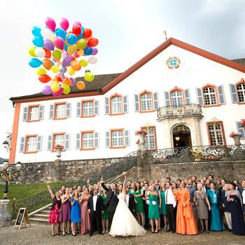 Gianni Groppello mit Atelier in Basel ist aus Leidenschaft Hochzeitsfotograf. Ob klassisch Weiß oder frisch und unkonventionell, in seiner Arbeit vereinigt er souverän Leidenschaft und Professionalität.  Je nach Ihren Wünschen und Vorstellungen werden individuelle Arrangements getroffen. Gianni Groppello hält angefangen bei den Vorbereitungen, Ihre Trauung, das Apéro und die Abendfeier fest. Zudem bietet er ein Fotoshooting mit dem Brautpaar und nach Wunsch Hochzeitsalben an. Als Hochzeitsfotograf  ist es mir wichtig, die Hochzeit in allen Facetten als unvergessliche Erinnerung für das Brautpaar und die Gäste festzuhalten. Emotionen, ein Lächeln, Freudentränen und Details vom Brautkleid bis zur Hochzeitstorte entgehen mir nicht.  Es wird garantiert einer der schönsten Tage in Ihrem Leben ... und Gianni Groppello verewigt Ihre besonderen Momente.