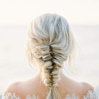 Penteado para noiva com trança espinha de peixe   Credits: Kurtz Orpia Photography