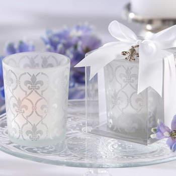 Bougies raffinées et discrètes : parfaites sur vos buffets et tables de mariage. Source : weddinggdpotonline.com