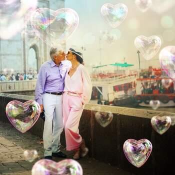 Catherine Zeta Jones publicou uma foto super romântica com o seu mais que tudo, Michael Douglas (que recentemente perdeu o pai). «Verificado My forever Valentine». lê-se em @catherinezetajones