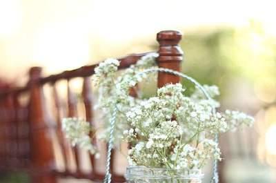 Encantadores adornos para las sillas de tu matrimonio