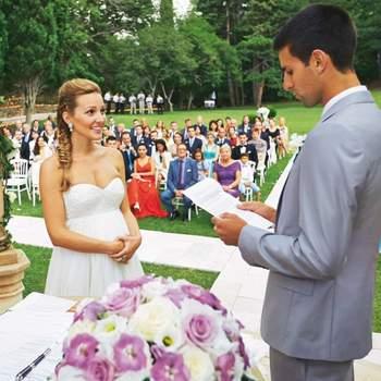 O tenista sérvio Novak Djokovic, atual número um do ranking mundial, e Jelena Ristic casaram-se no dia 10 de agosto, em Montenegro, poucos dias após vencer o título masculino em Wimbledon.  Crédits: vía Hola