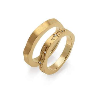 MATER jewellery tales - alianças em ouro com diamantes e topázios. Preços entre os 900€ e os 1.000€ (Porto)