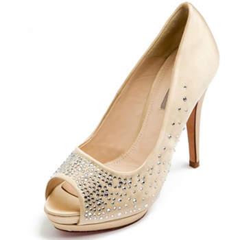 Chaussures de mariée Uterque de couleur nude avec des strass, pour une mariée glamour