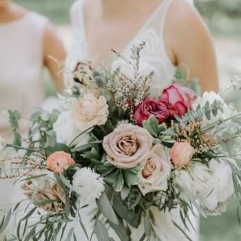 Um ramo de rosas permite diferentes combinações | Créditos: Katie Booth