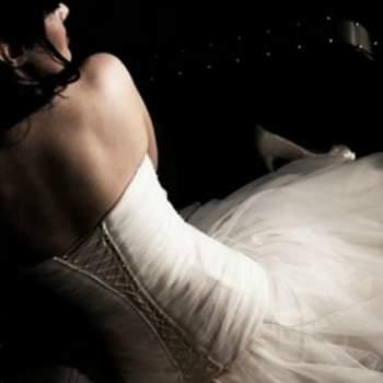 Robe de mariée Angie, Collection Mon Amour. Vue de dos. Crédit photo: Nathalie Elbaz Cleuet