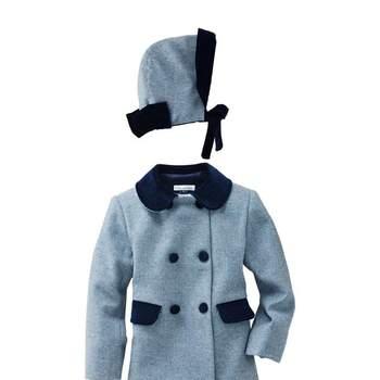 Otro modelo de abrigo, esta vez en azul. Foto: Óscar de la Renta