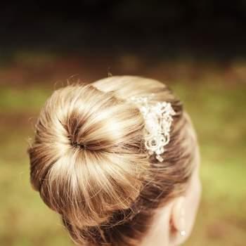 Los peinados románticos y vintage son la tendencia para este 2013 y tienen la ventaja de que también los pueden utilizar las novias con un estilo más clásico. Foto de yourphoto