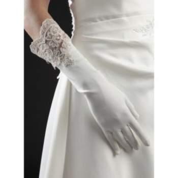 Gants de mariée Sienne. Crédit photo : Mariage-pronoce