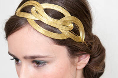 Accesorios dorados para peinado de novia de Lia Terni