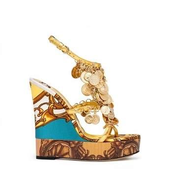 Incroyables sandales à talons compensées. Source : Dolce & Gabbana
